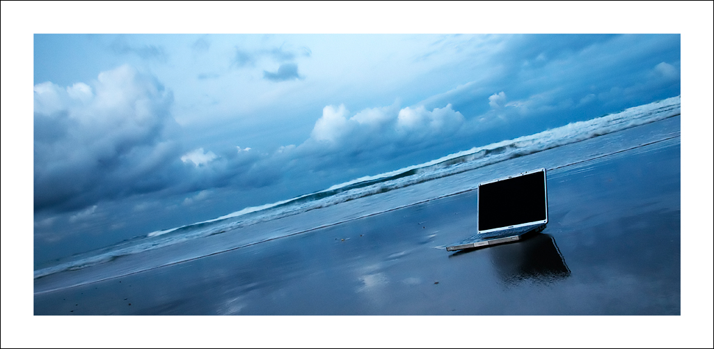 Ноутбук на море